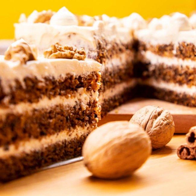 Mrkvovo-orechová torta zo špaldovej múky