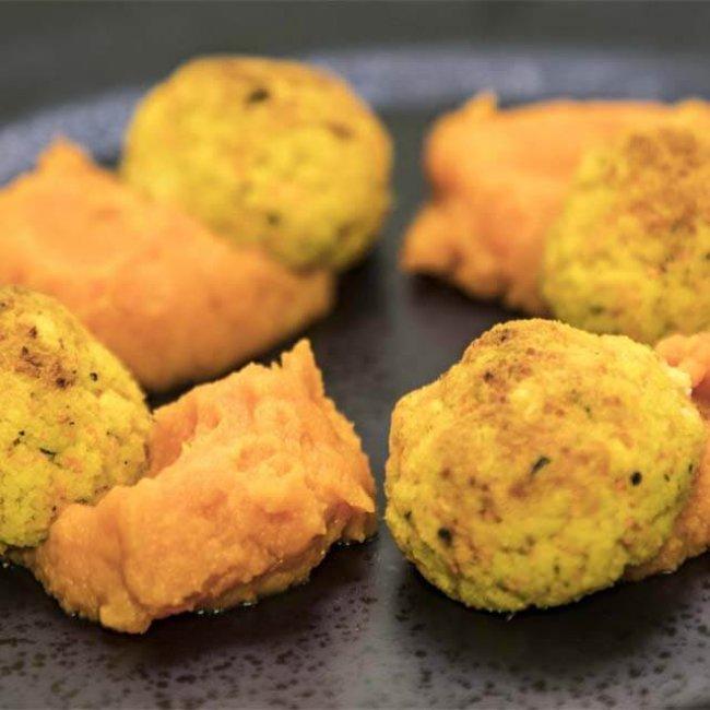 Pšenové guľky so sumčekom a pyré z mrkvy a batatu